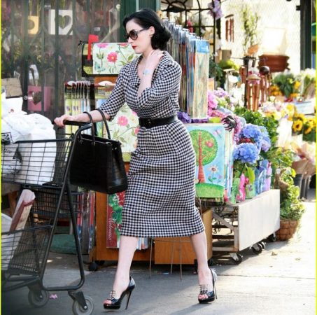 Dita von Teese +grocery+store
