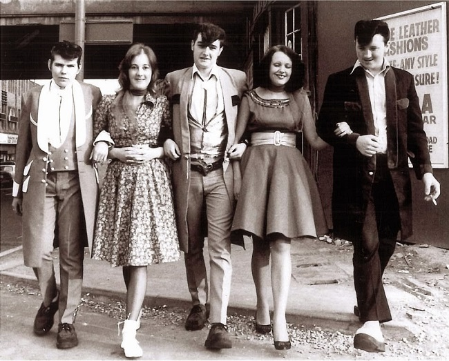 1950s Teddy boys and their dates