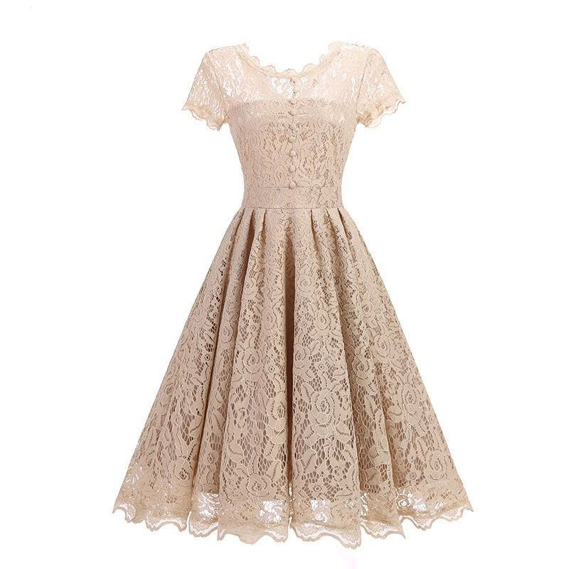 Retro style lace – the perfect material to dress up your outfit
